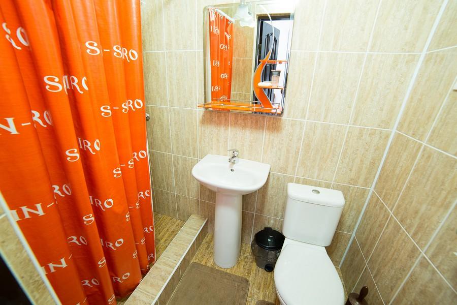 Туалетная комната в Стандартном номере отеля San-Siro, Гудаута, Абхазия