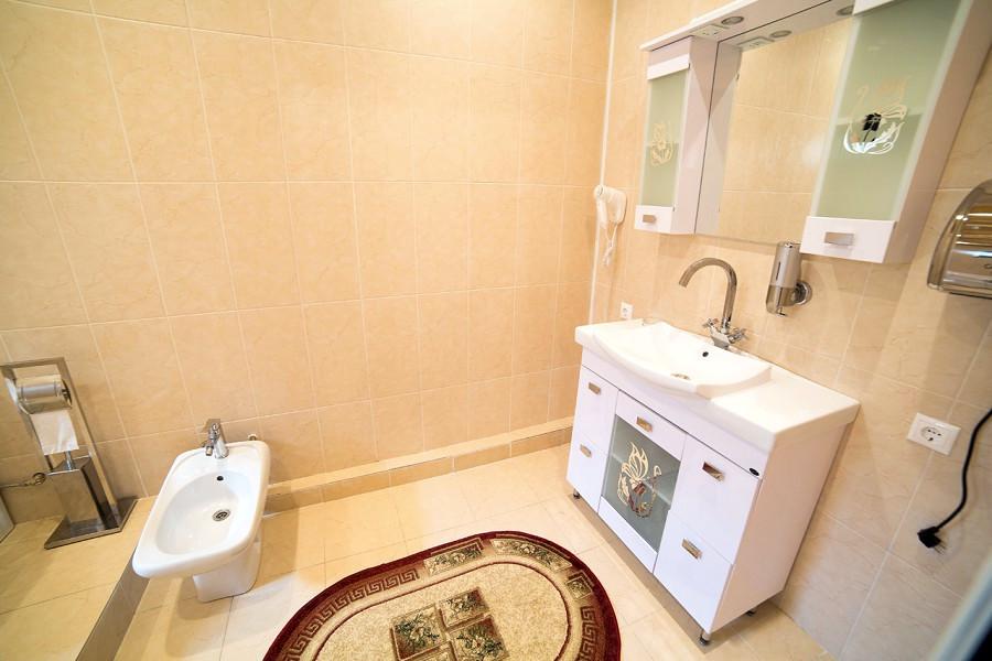 Туалетная комната номера Люкс отеля San-Siro, Гудаута, Абхазия