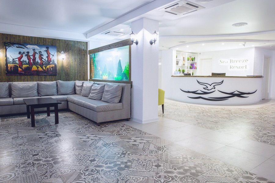 Холл отеля Sea Breeze Resort