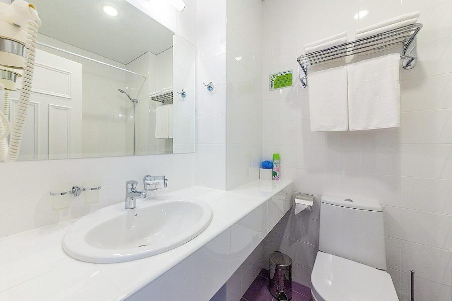 Туалетная комната номера Студия отеля Sea Breeze Resort