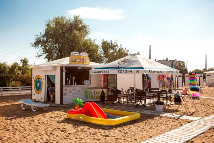 Пункт проката пляжного инвентаря рядом с отелем SeaLand