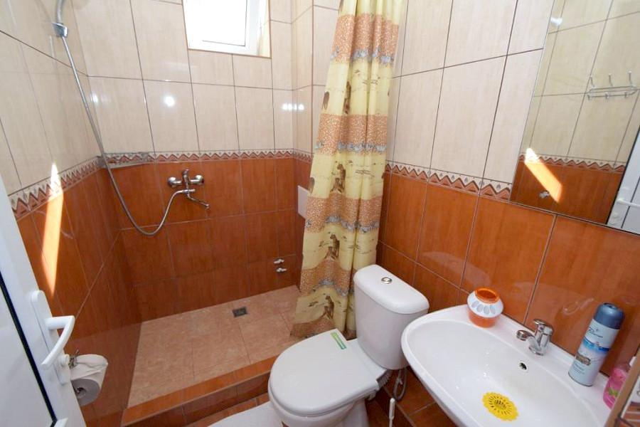 Туалетная комната Стандартного номера в гостевом доме Селини