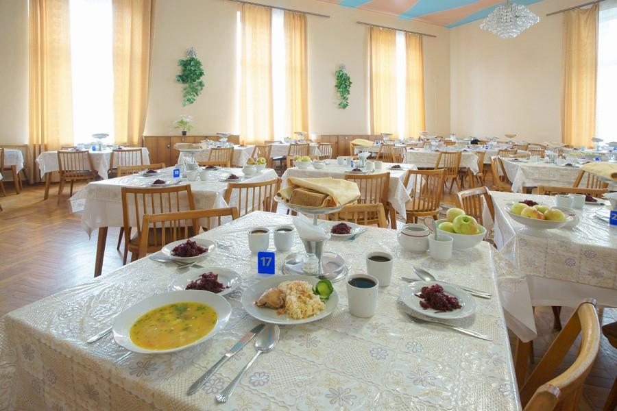 Обеденный зал в Корпусе № 1 санатория Симеиз