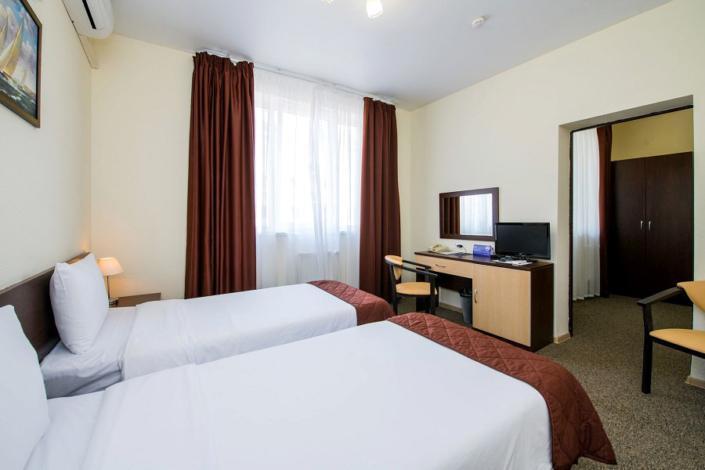 Стандарт четырехместный двухкомнатный отеля Сириус Сигма, Сочи