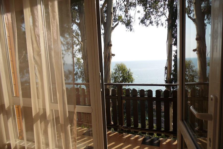 Балкон номера гостевого дома Сказка