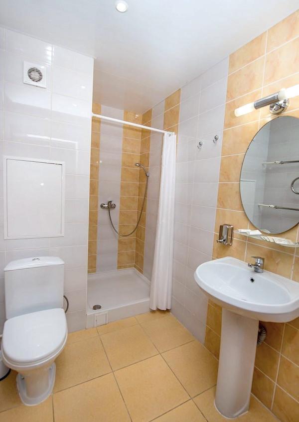Туалетная комната номера Комфорт одноместный санатория Славутич