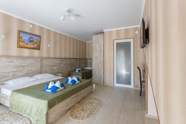 Делюкс трехместный отеля Славянка