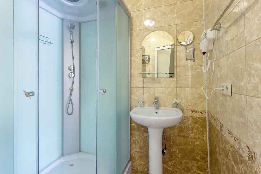 Туалетная комната номера Делюкс отеля Славянка