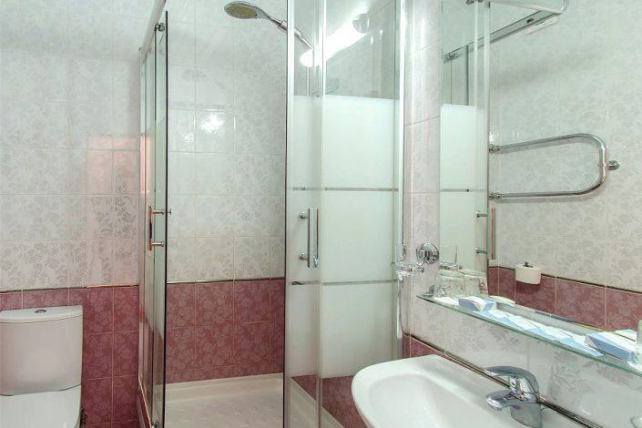 Туалетная комната Стандартного номера Сочи Бриз Отель