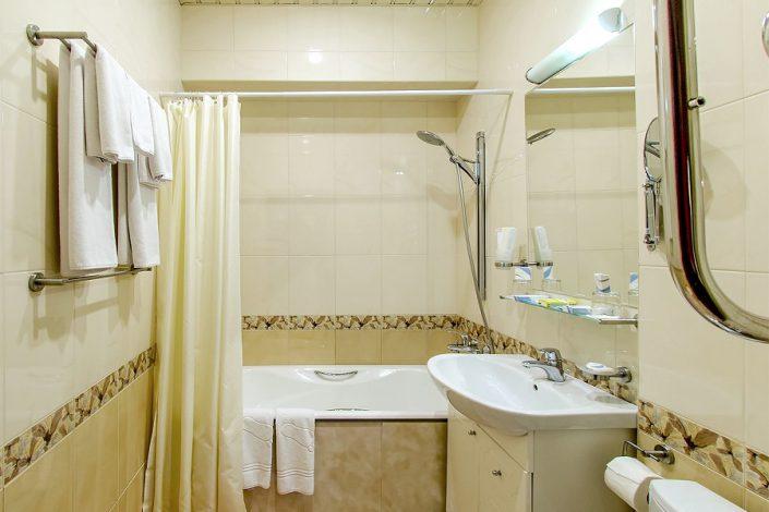 Туалетная комната номера Люкс Вояж Сочи Бриз Отель