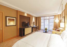 Номер Делюкс с двуспальной кроватью отеля Сочи Марриот Красная Поляна