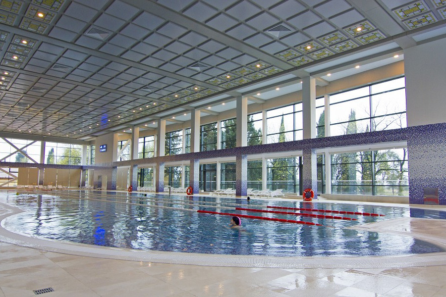 Крытый бассейн санатория Сочи