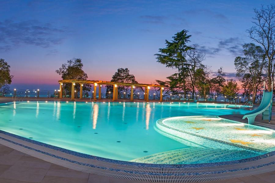 Открытый бассейн санатория Сочи