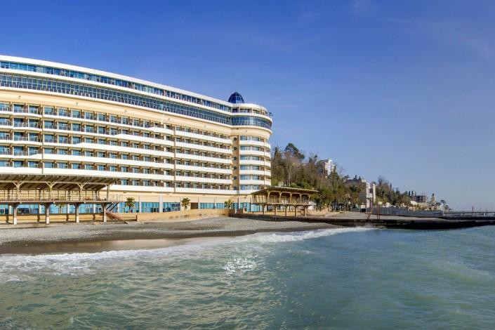 Корпус Приморский и пляж санатория Сочи