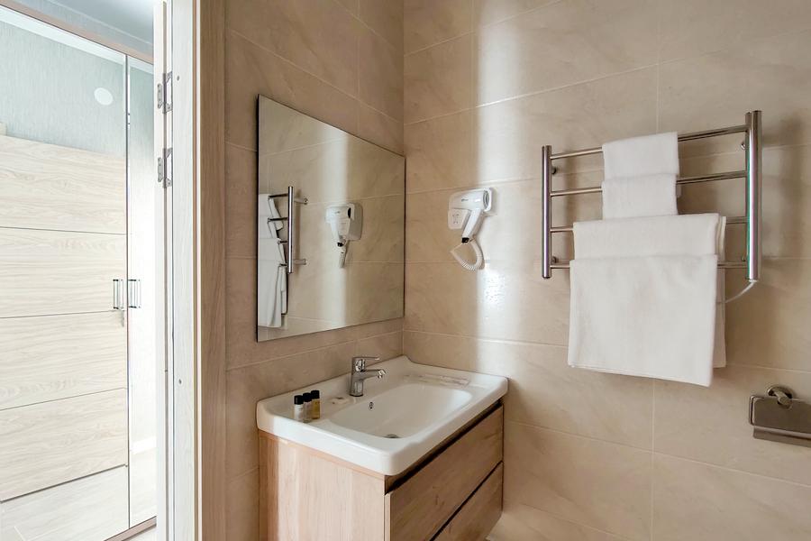 Туалетная комната Семейного номера в отеле A. V. Sokol