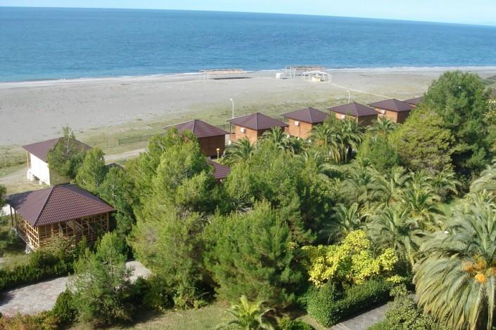 Вид на море и пляж пансионата Сосновая роща