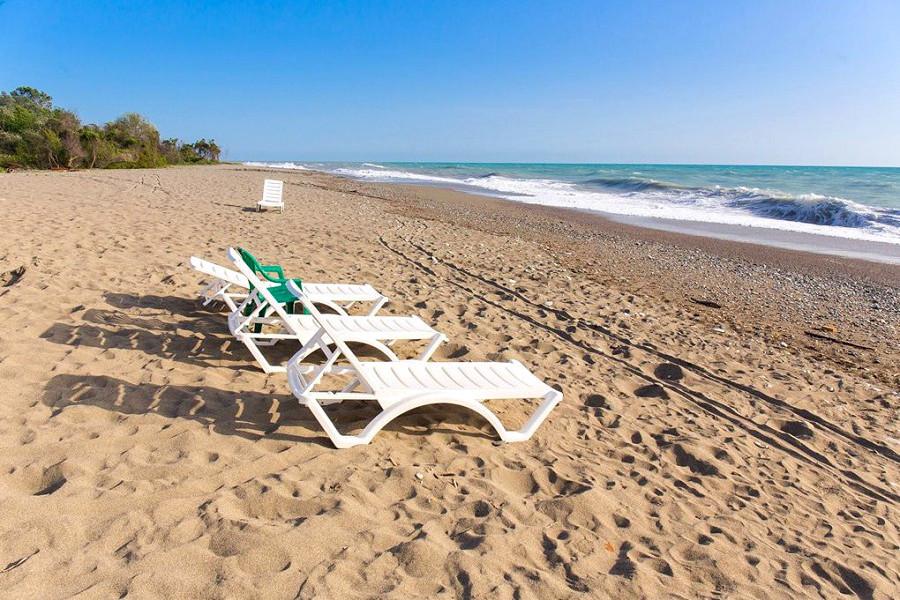 Пляж пансионата Сосновая роща, Пицунда, Абхазия