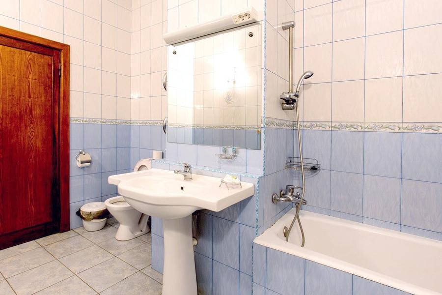 Туалетная комната номера ПК в Корпусе №1 пансионата Сосновая роща, Пицунда, Абхазия