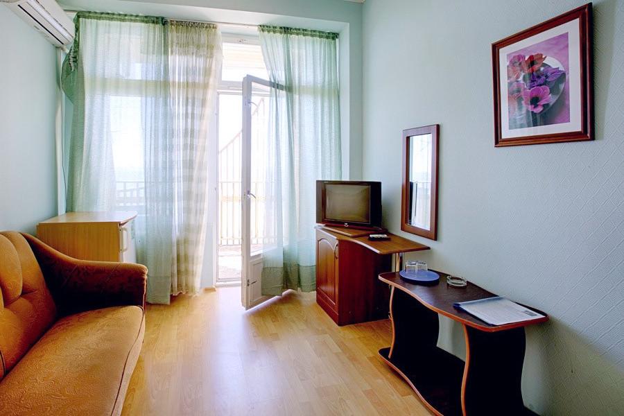 Стандартный двухкомнатный номер в Корпусе №2 пансионата Сосновая роща, Пицунда, Абхазия