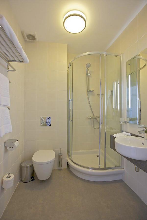 Туалетная комната номера Студия отеля Спорт Инн