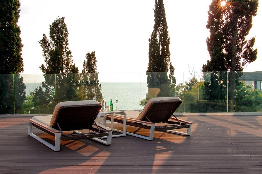 Терраса с видом на море на крыше виллы отеля Спорт Инн