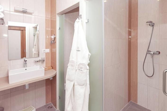 Туалетная комната номера Супериор в отеле Спутник
