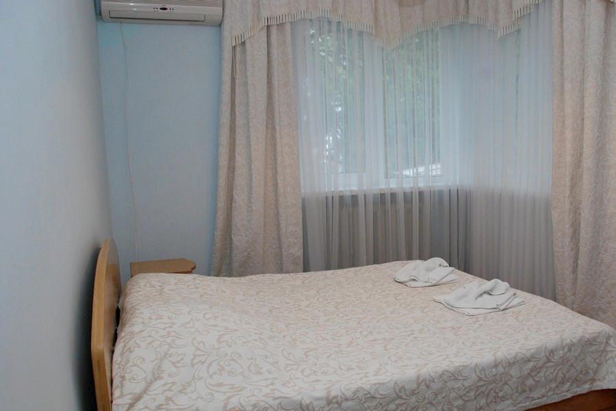 Люкс Семейный двухместный двухкомнатный в коттедже Луганском отделения Спутник