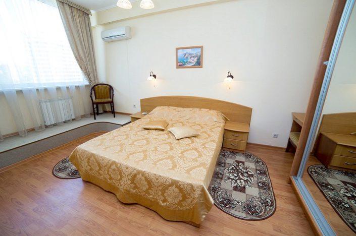 Двухместный двухкомнатный номер Люкс санатория СССР, Сочи, Адлер