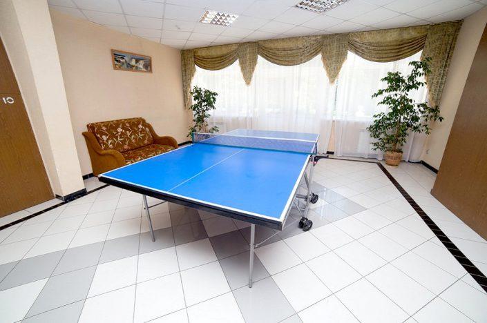 Стол для настольного тенниса в холле санатория СССР, Сочи, Адлер