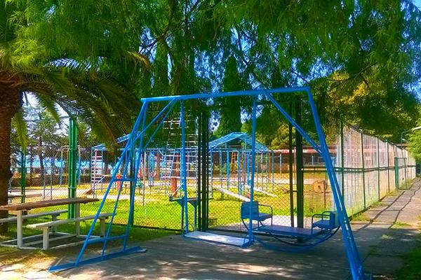 Детская игровая площадка санатория Страна души, Сухум, Абхазия