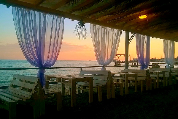 Кафе на пляже санатория Страна души, Сухум, Абхазия