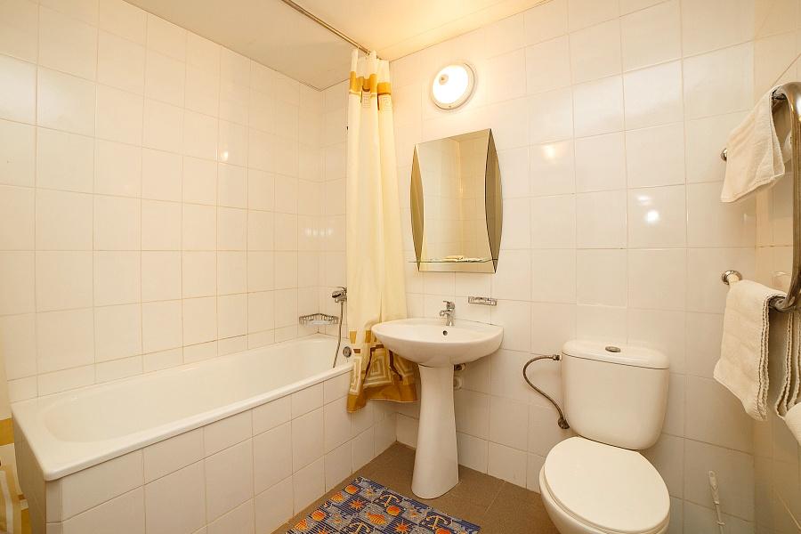 Туалетная комната номера Люкс в Бизнес-центре ТОК Судак