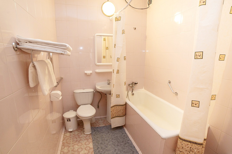 Туалетная комната номера Люкс двухкомнатный в Корпусе 1 ТОК Судак