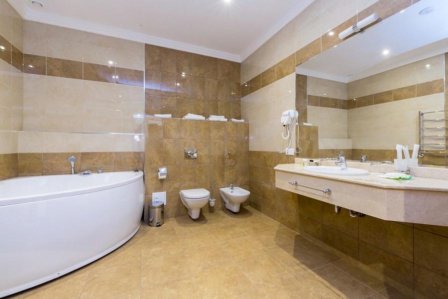 Туалетная комната номера Люкс отеля Sun Palace Gagra