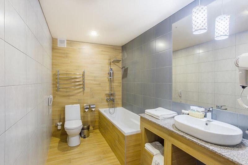 Туалетная комната номера Люкс, Корпус №1, Sunmarinn Resort Hotel