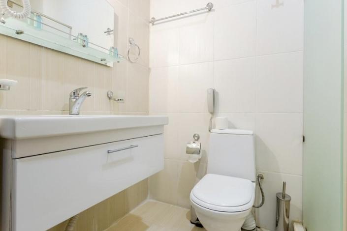 Туалетная комната номера Стандарт трехместный, Корпус №2, Sunmarinn Resort Hotel