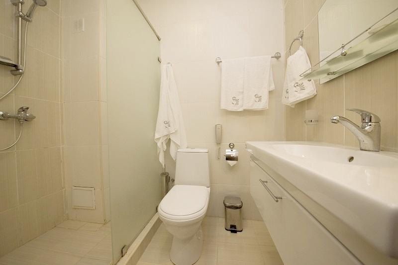 Туалетная комната номера Семейный четырехместный, Корпус №2, Sunmarinn Resort Hotel