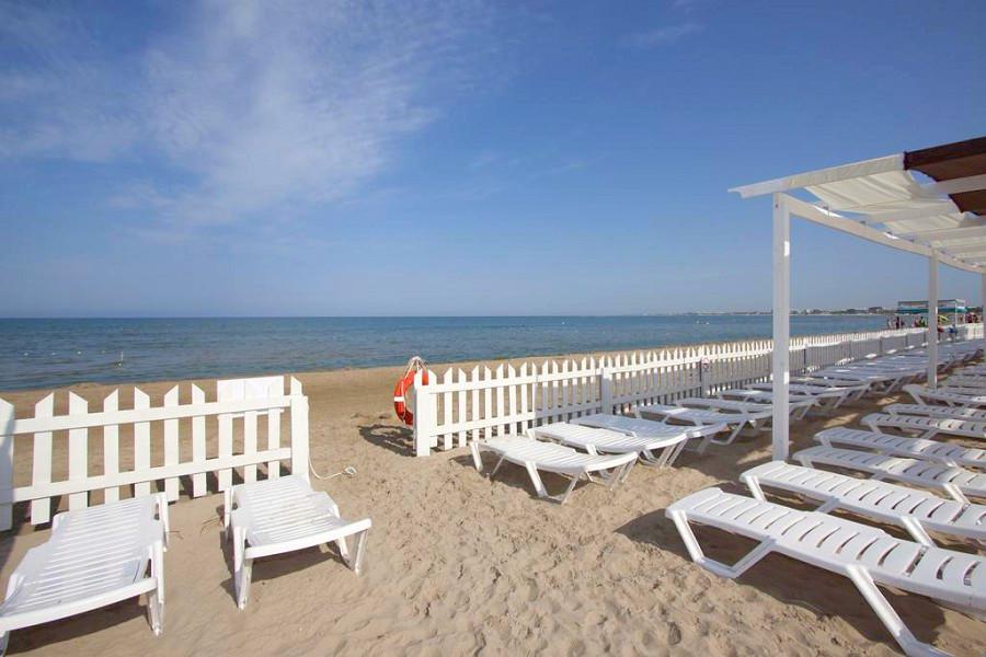 Пляж Sunmarinn Resort Hotel