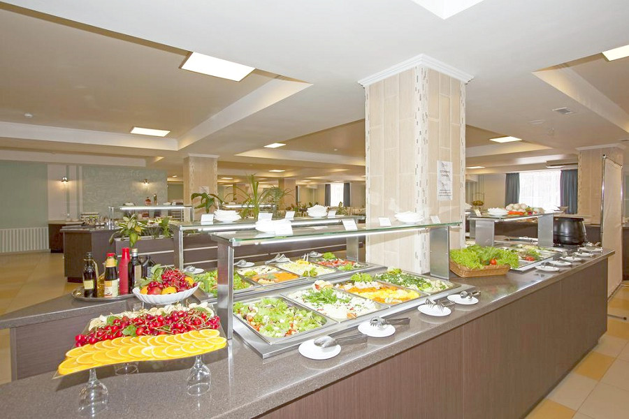 Обеденный зал ресторана Sunmarinn Resort Hotel