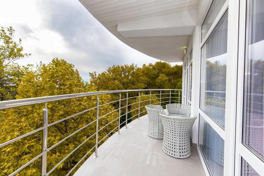 Балкон номера Люкс в Sunrise Garden Hotel, Гагра, Абхазия