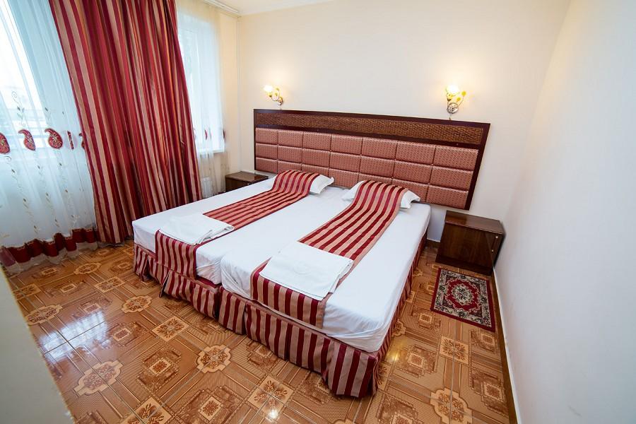 Люкс двухместный двухкомнатный отеля Светлый путь Апсны