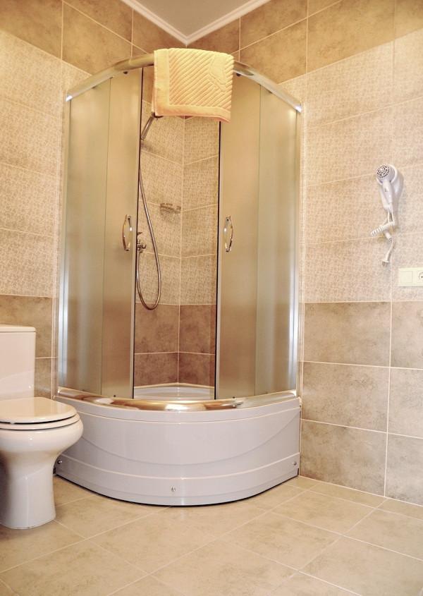 Туалетная комната номера Стандарт в гостевом доме Тавр