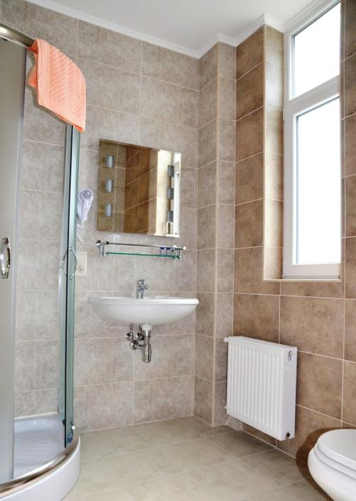Туалетная комната номера Комфорт в гостевом доме Тавр
