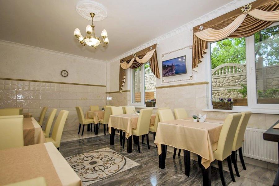 Кафе гостевого дома Тавр