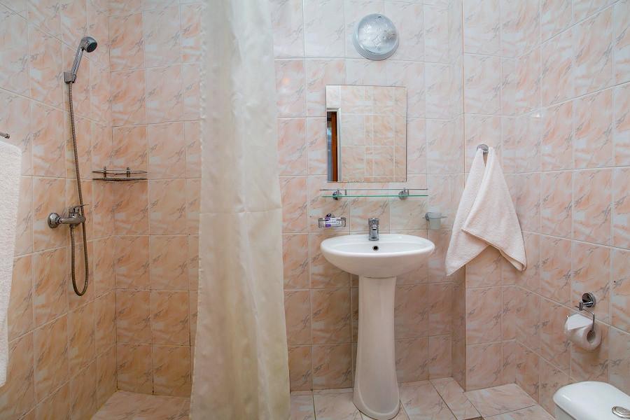 Туалетная комната номера Комфорт двухкомнатный в санатории Таврия