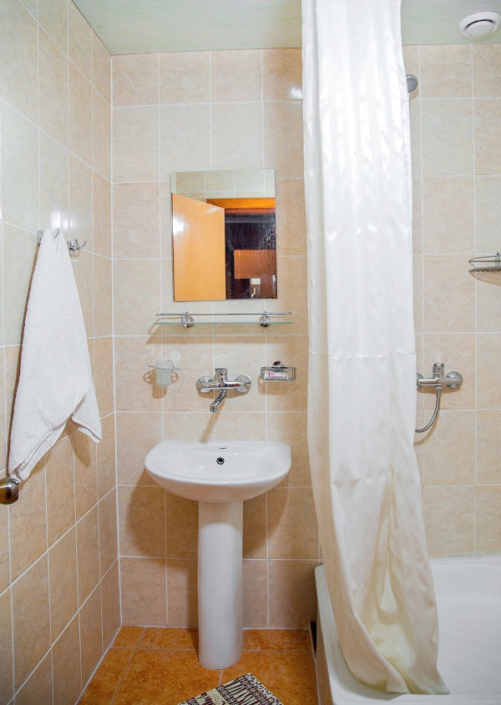 Туалетная комната номера Семейный двухкомнатный в санатории Таврия