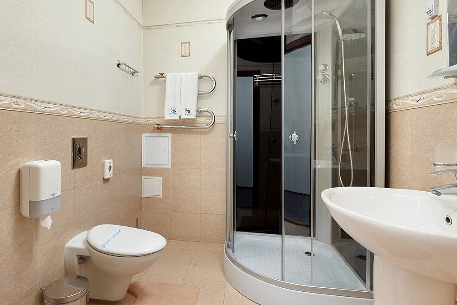 Туалетная комната номера Полулюкс в ТЭС-отель Резорт & Спа