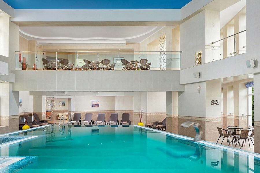 Бассейн в спа-центре ТЭС-отель