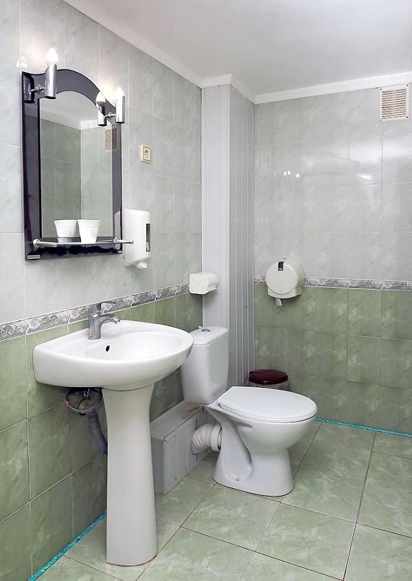 Туалетная комната Семейного трехместного номера в пансионате Трехгорка