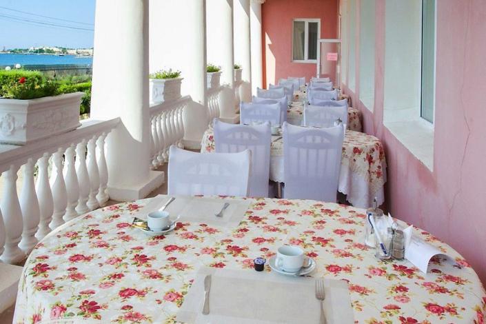Веранда ресторана пансионата Трехгорка
